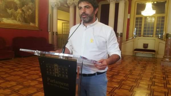 Josep Ferrà en declaraciones a los medios en el Parlament