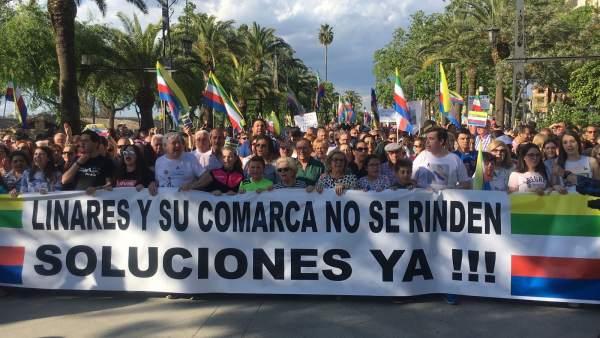 Manifestación convocada por la plataforma 'Todos a una por Linares'.