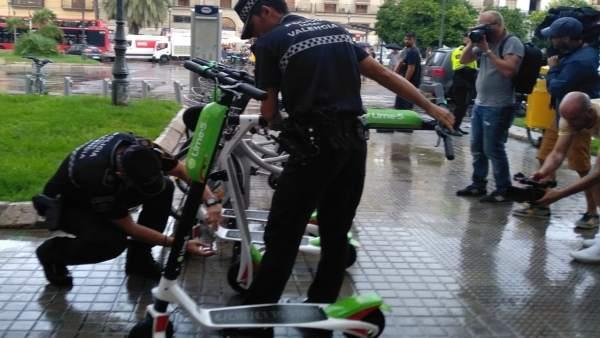 Patinetes retirados por la Policía Local de València la pasada semana