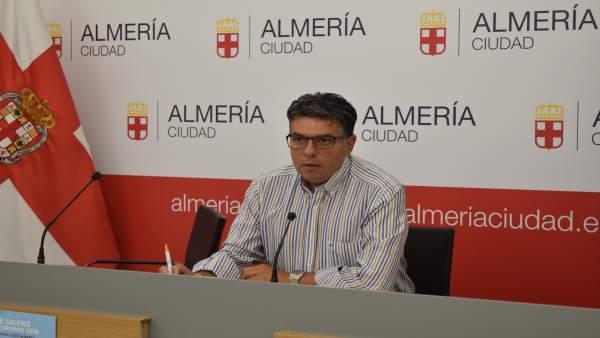 Miguel Cazorla, portavoz municipal de Cs, en rueda de prensa