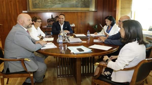 Reunión de representantes del PSN con Margarita Robles.