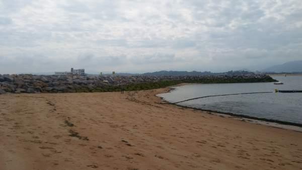Diques en las playas de Santander