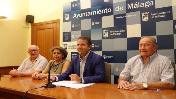 El Ayuntamiento De Málaga Informa: Talleres Para Mayores En El Distrito Málaga E