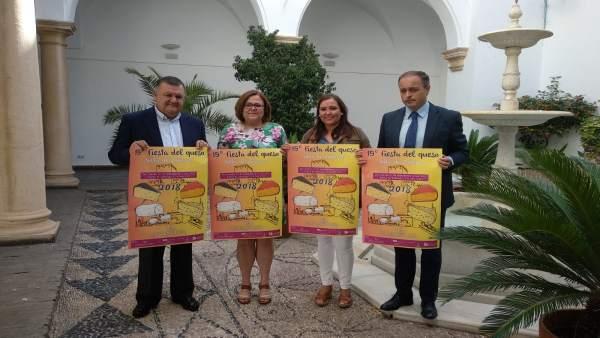 Carrillo (dcha.) y Zurera (izda.), presentan la Fiesta del Queso de Zuheros