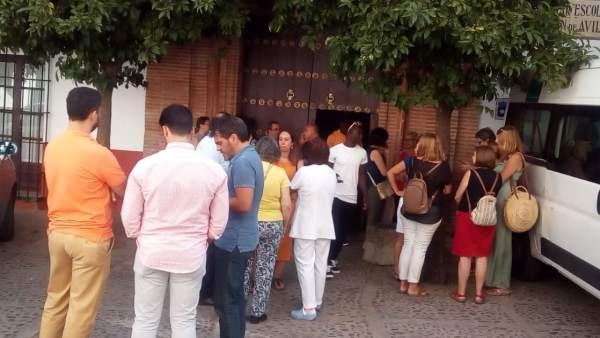Concentración a las puertas del centro de menores de Carmona