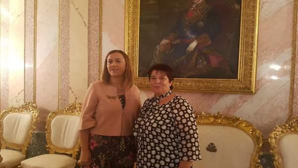 Visita de la delegada del Gobierno (izq) al Ayuntamiento de Segovia 11-9-2018