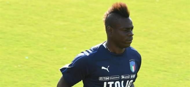 Mario Balotelli, en un entrenamiento con la selección italiana.