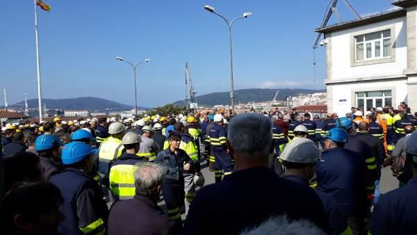 Trabajadores de Navantia en la Ría de Ferrol.