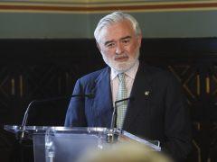Villanueva desvincula su salida de los problemas económicos de la RAE