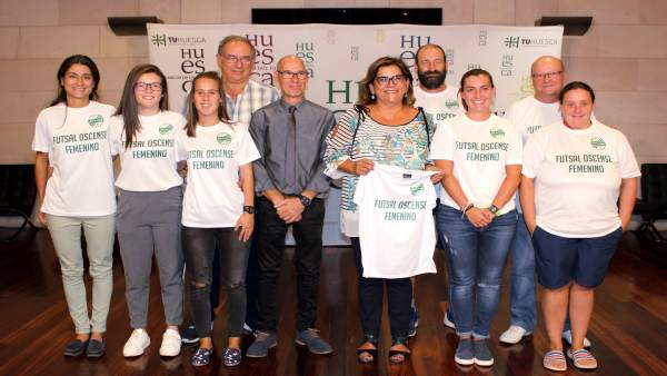 Plantilla y junta directiva del equipo de fútbol sala femenino de Sariñena