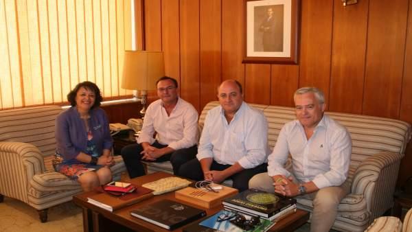 Valenzuela, en el encuentro con los responsables de la GDR Medio Guadalquivir