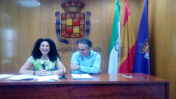 Isabel Azañón y Juan José Jódar informan sobre actuaciones en colegios.