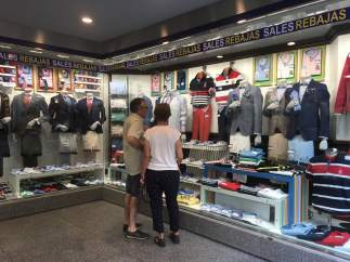 Fotos recursos de rebajas de verano, ropa, complementos, tienda