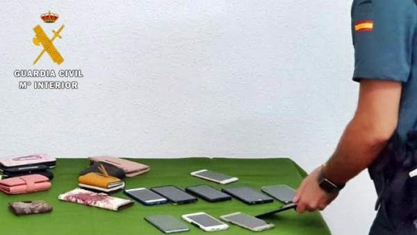 Móviles y carteras robados en Olivenza