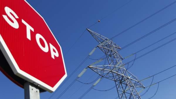 Tendido eléctrico y señal de stop