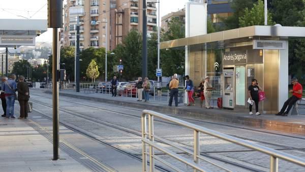 Usuarios del metro en uno de los paros parciales convocados por los trabajadores