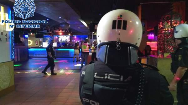 Intervención de la Policía Nacional en una discoteca de playa del Inglés