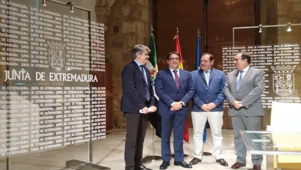 Firma del concierto de Atención Farmacéutica de Extremadura