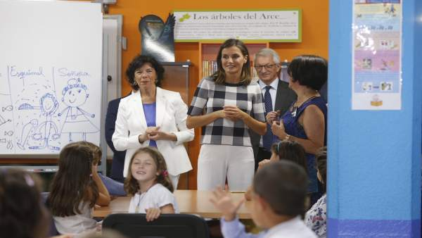 La Reina Letizia en un colegio de Oviedo