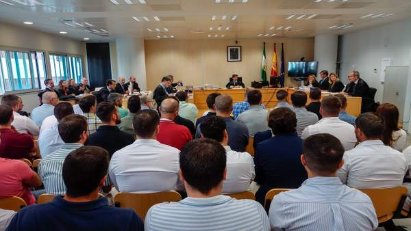 Primera sesión del juicio a agentes locales de Sevilla por amaño en oposiciones