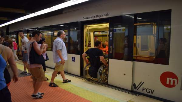 Una estación de Metrovalencia en verano