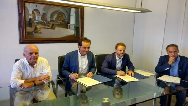 Alcalde José Tur, conseller balear Marc Pons y David Ribas
