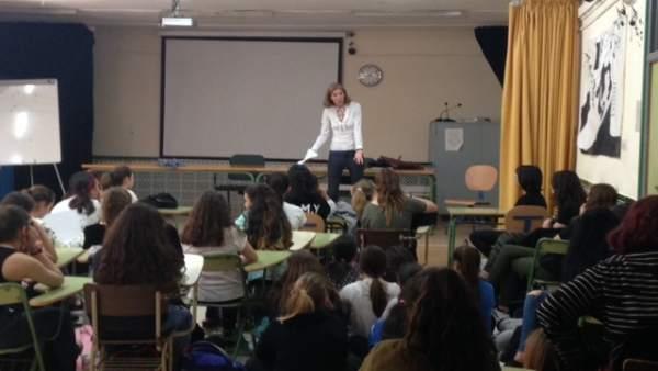Marisa Martinez imparte una charla en IES Puerto de la Torre