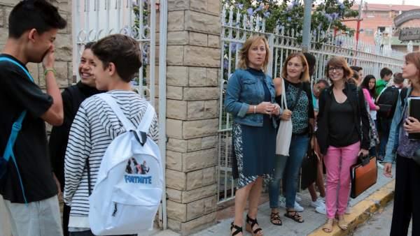 Alumnos y profesorado del instituto de Mollerussa en las instalaciones de Cal Duch.