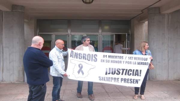 Víctimas De Angrois Ante El Juzgado En Santiago