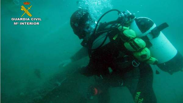 Guardia Civil Retira Una Red Del Fondo Marino En Águilas