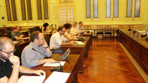 Comisión de Asuntos Institucionales y Generales reunida este miércoles