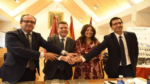 Firma convenio terrenos sanitario de Ciudad Real