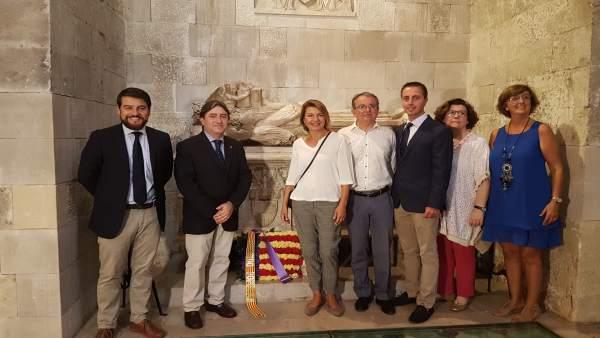 Miembros del PP de Baleares realizan una ofrenda floral