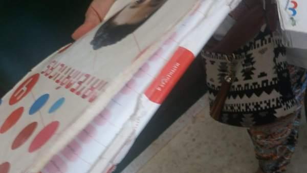Uno de los libros de texto en mal estado en Sevilla