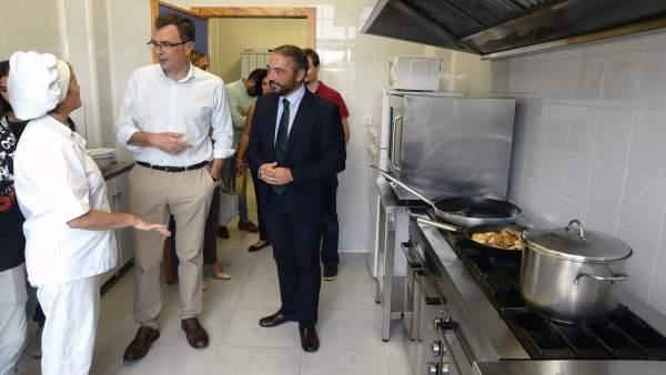 José Ballesta visita la Escuela Infantil de El Lugarico