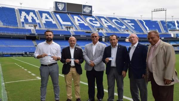 Ruiz Espejo renueva el abono del Málaga CF