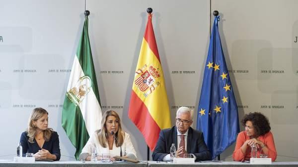 Susana Díaz firma el convenio para identificar a víctimas de la Guerra Civil