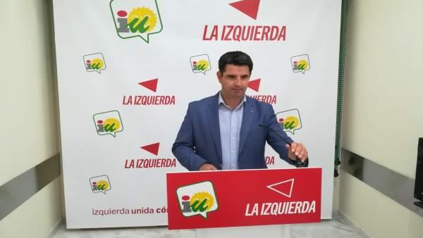 Pedro García en la sede de IU