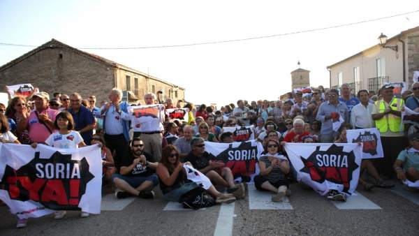 Imagen de la protesta por la que fueron multadas las tres personas