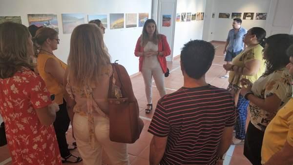 Exposición de clausura de un curso sobre guía turístico en Moguer.