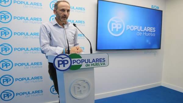 El portavoz del PP en el Ayuntamiento de Bonares, Santiago Ponce.