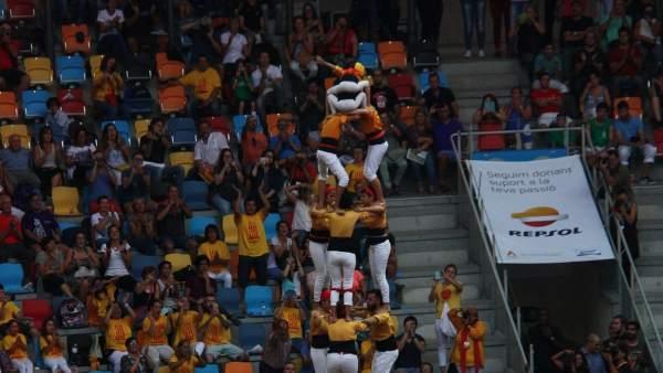 Los Bordegassos de Vilanova cargando un castell en la segunda ronda de la primera jornada del Concurs de Castells de la Tarraco Arena Plaça.