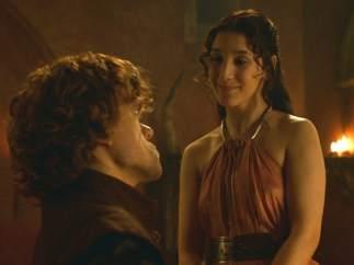 Tyrion Lannister (Peter Dinklage) a Shae (Sibel Kekilli)