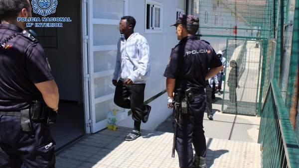 Una de las personas detenidas acusada de patronear una patera