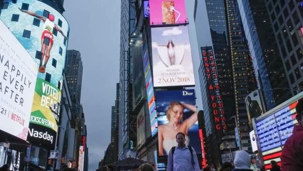 Rosalía anuncia su nuevo disco en las pantallas de Times Square