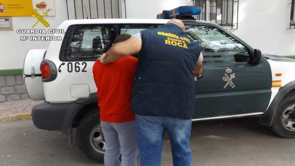 Detenidos por robar en fincas