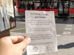 Avisos de multas a motos que aparcan en aceras