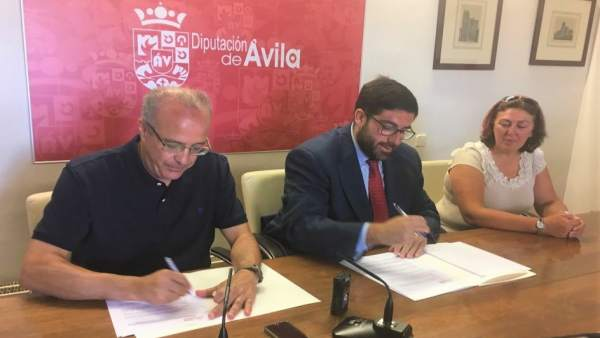 Firma del apoyo de la Diputación a la conmemoración de Guisando 14-9-18