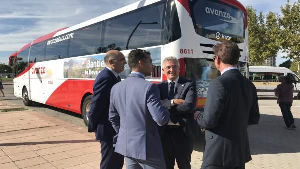 Olona ha asistido a la presentación de los autobuses.