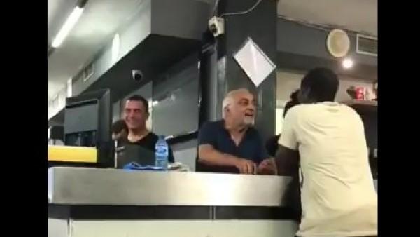 Episodio racista protagonizado por el dueño de un bar.